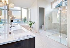 Finde moderne Badezimmer Designs: Begehbare Dusche mit Fliesenboden von Saxoboard. Entdecke die schönsten Bilder zur Inspiration für die Gestaltung deines Traumhauses.