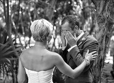 Ideas Novias. First Look #ideassoneventos #bodas #ideasbodas #serviciosweddingplanner #organizacióndeunaboda #wedding #weddingplanner #novias #instamoments #instagood #instalife #instabeauty #instawedding #weddingday #weddingdress #instaweddingdress #instaweddingideas #weddingparty #bride #marriage #ceremony #celebrate #instawed #flowers #decoration