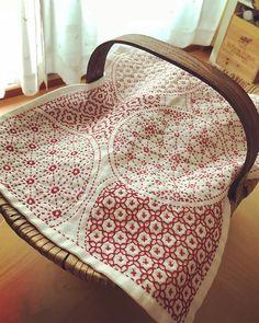 * * SASHIKOJapanese traditional Embroidery * 完成✨ 初めての刺し子花ふきん とりあえず、刺繍グッズ入れてるかごのカバーにしよっかな♡ * 22/5/18 #japan #東京 #tokyo #東京暮らし #刺繍 #embroidery #刺し子 #刺し子ふきん
