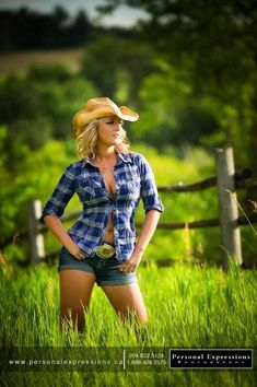 Real Country Girls, Country Women, Big Country, Country Life, Country Style, Sexy Cowgirl, Cowboy Up, Country Girl Photography, Estilo Country