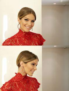 Em video, mostramos o passo a passo de um penteado minimalista para cabelos curtos com a bela Isabella Santoni feito pela profissional Rosângela Araújo.