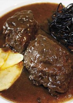 Carrilleras de ternera con salsa de vino tinto …