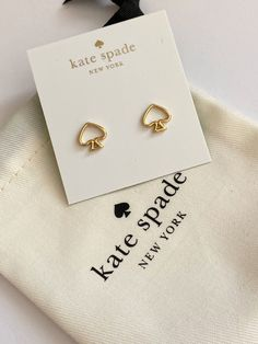 "Kate Spade Signature stud earrings with open center . 12k plated gold and approx .4"" brand new and includes the dust pouch Cute Jewelry, Silver Jewelry, Jewelry Accessories, Ipad Wallpaper Kate Spade, Kate Spade Earrings, Stud Earrings, Kate Spade Iphone, Kate Spade Pink, Jewelry Packaging"