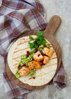 Fiksetaco med avokadorøre og granateple Tex Mex, Fish And Seafood, Guacamole, Curry, Cheese, Chicken, Meat, Snacks, Ethnic Recipes