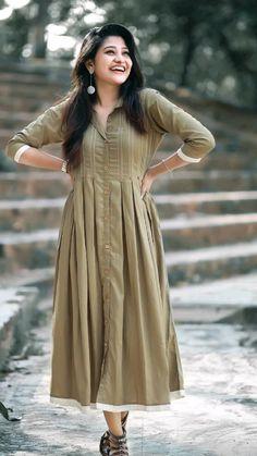 Pakistani Fashion Party Wear, Pakistani Dresses Casual, Indian Fashion Dresses, Indian Designer Outfits, Girls Frock Design, Fancy Dress Design, Stylish Dress Designs, Stylish Dresses For Girls, Simple Dresses