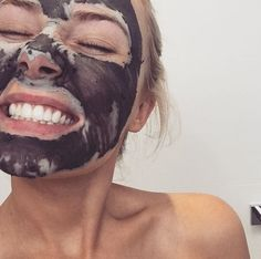 Our favorite home remedies and beauty hacks for glowing, flawless skin. Lauren Curtis, Selfies, Home Remedies Beauty, Perfect Live, Eating Fast, Love Your Skin, Puffy Eyes, Simple Makeup, Halloween Face Makeup