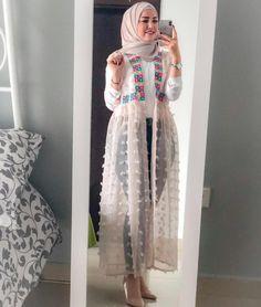Open dress with jeans hijab style Tesettür Jean Modelleri 2020 Islamic Fashion, Muslim Fashion, Modest Fashion, Fashion Dresses, Modest Dresses, Stylish Dresses, Maxi Dresses, Stylish Dress Book, Stylish Outfits