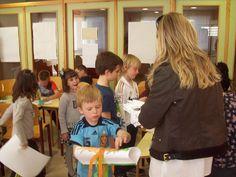 Los niños pasaron un rato muy ameno con la actividad manual complementaria al cuentacuentos