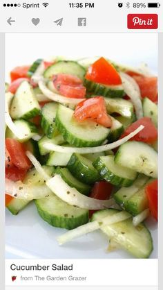 Want to actually enjoy eating healthy? Try this delicious and simple cucumber tomato salad I Love Food, Good Food, Yummy Food, Tasty, Easy Cucumber Salad, Cucumber Salad Vinegar, Cucumber Recipes, Cucumbers In Vinegar, Tomatoe Cucumber Onion Salad