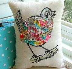 Pássaro e vida em almofadinha...