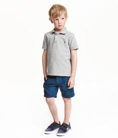 4e0fe123dc4f9 Shorts in a linen and cotton blend. Adjustable elasticized waistband with