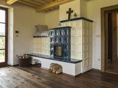 Kachlová kamna pomáhají vytopit i horní podlaží. Horn, Home Decor, Mountain Houses, Chalets, Decoration Home, Room Decor, Horns, Home Interior Design, Home Decoration