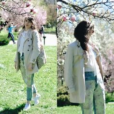 Get this look: http://lb.nu/look/8681267  More looks by Ana B: http://lb.nu/anaoha  Items in this look:  Bershka Jacquard Mom Fit Jeans, Adidas Stan Smith Shoes   #casual #elegant #romantic #zaful #zafuleaster #eastersale #ootd #easter #sunny
