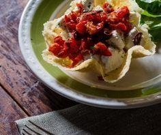Cestino di Parmigiano con ricotta e pomodori secchi