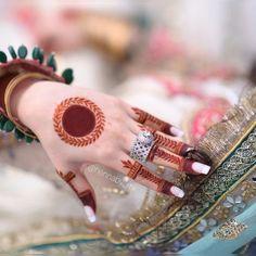 Circle Mehndi Designs, Palm Mehndi Design, Latest Arabic Mehndi Designs, Floral Henna Designs, Mehndi Designs Feet, Henna Art Designs, Stylish Mehndi Designs, Mehndi Designs For Beginners, Mehndi Design Pictures