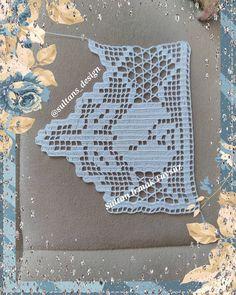 No photo description available. Crochet Boarders, Crochet Lace Edging, Filet Crochet, Crochet Top, Bijoux Art Deco, Crochet Curtains, Lace Border, Crochet Cardigan, Chrochet
