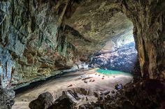 A Massive Cave In Vietnam  Hang En Cave Worlds Third Largest [15001000][OC] #reddit