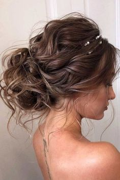 18 Christmas Hairstyles for Wavy Hair 18 Weihnachtsfrisuren für welliges Haar Medium Hair Styles, Short Hair Styles, Medium Curly, Hair Styles For Formal, Long Curly, Peinado Updo, Christmas Party Hairstyles, Holiday Hair, Wedding Hair Inspiration