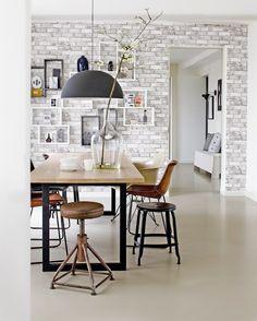 Baksteen behang in de eetkamer   Brick wallpaper in the dining room   vtwonen