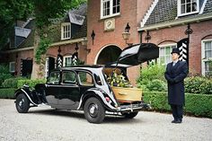 A Dutch car makes for a small hearse! Manx, Donk Cars, Citroen Traction, Traction Avant, Citroen Car, Flower Car, Car Makes, Fire Trucks, Cars And Motorcycles