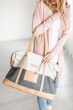 Fallon Weekender Bag What a great quick trip bag! Burberry Handbags, Shopper, New Wardrobe, Sewing Clothes, Tote Bag, Canvas Weekender Bag, Purses And Handbags, What To Wear, Clothes For Women