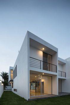 Casa Provenza,© Oscar Hernández Minimalist House Design, Minimalist Home, Modern House Design, Balcony Grill Design, Balcony Railing Design, Modern Floor Plans, Modern House Plans, House Floor Design, Home Design Store