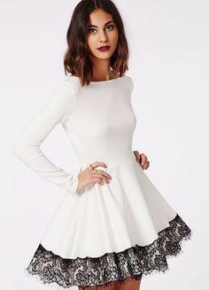 Amei <3 Essa é uma boa ideia para você que enjoou do vestidinho branco sem detalhes, a renda deu um charme