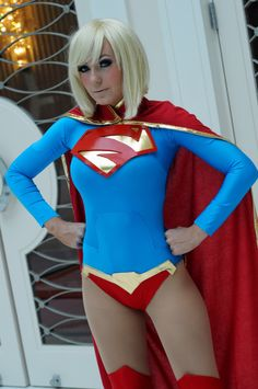 Cosplay : Supergirl - Pingouin Grincheux