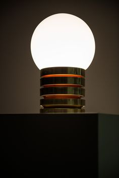 Table lamp in brass and opal glass at Studio Schalling