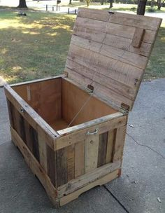 Chest made with pallets