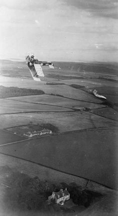 BRITISH AIRCRAFT FIRST WORLD WAR 1914-1918 (Q 27541) Air-to-air view of a Sopwith Camel 'looping the loop'.