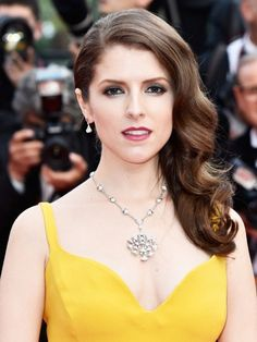 Loving Anna Kendrick's metallic shadow.