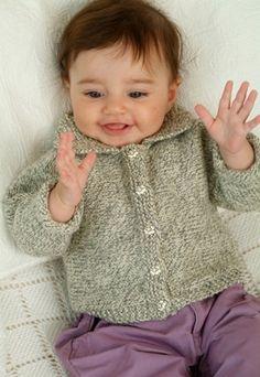 Nem babytrøje til lille dreng eller pige - strikket i kun to dele
