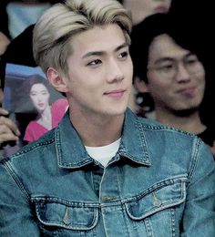 Seoul Fashion Week 151019 : Sehun (2/4). I can never find the first or last of a…