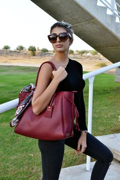 The Pénélope collection by Longchamp is a pure piece of art! Especially this burgundy colour is definitely my favourite for fall tim. Longchamp, Tokyo Fashion, New York Fashion, Preppy Fashion, Fashion Handbags, Tote Handbags, Ankle Boots With Jeans, Penelope, Prep Style