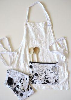white linen apron with 2x matching kitchen by xxxRedStitcHxxx, €55.00