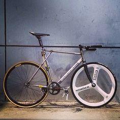 BB17 transfer VIA @ericfixedg . #bb17 #breakbrake17 #bb17transfer #bikeporn #cycling #vscocam #trackbike #fixedgear #cycle #spikeparts #cyclist