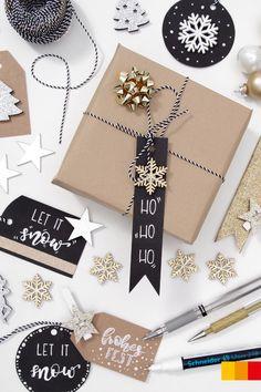 Mit selbst gestalteten Geschenkanhängern wird aus jedem Weihnachtspackerl etwas ganz Besonderes. Alles was ihr dafür braucht sind Gelstifte oder Lackmarker, Bastelkarton und weihnachtliche Streudeko.   #libroat #geschenkanhänger #gifttags #diy #christmas #hohoho Let It Snow, Advent, Notebook, Diy Gift Tags, Christmas Time, Packaging, Christmas, Schmuck, Gifts