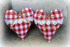 Srdíčko z chaloupky / Zboží prodejce Z chaloupky | Fler.cz Valentines Day Decorations, Valentine Day Crafts, Sewing Crafts, Sewing Projects, Valentine Images, Fabric Hearts, Christmas Hearts, Lavender Bags, Lace Heart