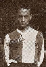 Artur Freire foi um dos principais jogadores que vestiram a camisola do Futebol Clube do Porto durante a década de 1920. Jogador feito nas escolas do clube, Artur Freire já fazia parte do plantel portista que venceu a primeira edição do Campeonato de Portugal em 1921/22. Mais fundamental foi a sua contribuição para a conquista do Campeonato da temporada de 1924/25, conquistado em Viana do Castelo, no campo de Monserrate e depois de uma vitória por 2-1 sobre o Sporting C.P. esteve durante…