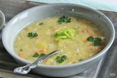 Manžel miluje polévky, denně musí být na stole nějaká, nejlépe krémová nebo hodně hustá. Většinou jíškou nezahušťuji, raději část zelenin...