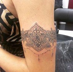 Tatuagem no braço mandala
