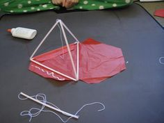 Tetrahedron kite tutorial Craft Activities For Kids, Crafts For Kids, Arts And Crafts, Kite Building, Box Kite, Kite Making, Kite Designs, Fun Math, Math 5