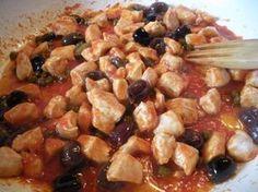 Bocconcini di pollo alle olive taggiasche e capperi - Ricetta veloce