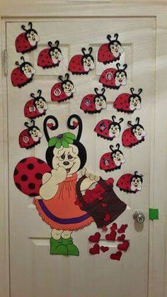 Ladybug and bee craft ideas - Ladybug Crafts, Bee Crafts, Crafts To Make, Crafts For Kids, Arts And Crafts, Paper Crafts, Safari Decorations, School Decorations, Kindergarten Projects