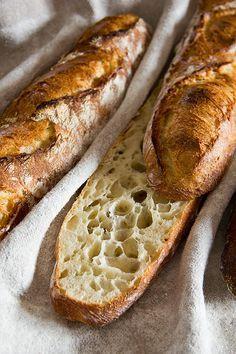 Grobporige, unregelmäßige Krume - paté fermente - just 4 hours rise of dough - but pâte fermenté and autolyse 12 hours before