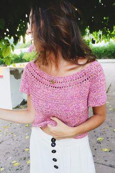 SusiMiu   Patrón de Top Circular en Ganchillo. TOP AMELIA Crochet T Shirts, Crochet Crop Top, Crochet Poncho, Crochet Cardigan, Crochet Clothes, Crochet Stitches, Crochet Patterns, Crochet Fashion, Beautiful Crochet