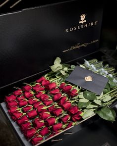 """L e g e n d a r y"""" luxe life luxury flowers, flowers ve luxu Beautiful Roses, Beautiful Flowers, Luxury Flowers, Luxe Life, Flower Boxes, Luxury Beauty, Luxury Gifts, Red Roses, Floral Arrangements"""