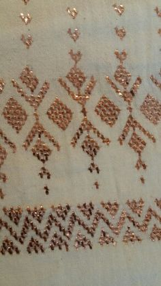 Otantik calisma Couture Embroidery, Embroidery Motifs, Embroidery Thread, Machine Embroidery, Weaving Patterns, Knitting Patterns, Cross Stitch Borders, Diy And Crafts, Projects To Try