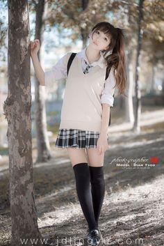 メール Cute School Uniforms, School Uniform Fashion, School Uniform Girls, Girls Uniforms, Japanese School Uniform, School Girl Japan, Japan Girl, Beautiful Japanese Girl, Beautiful Asian Girls